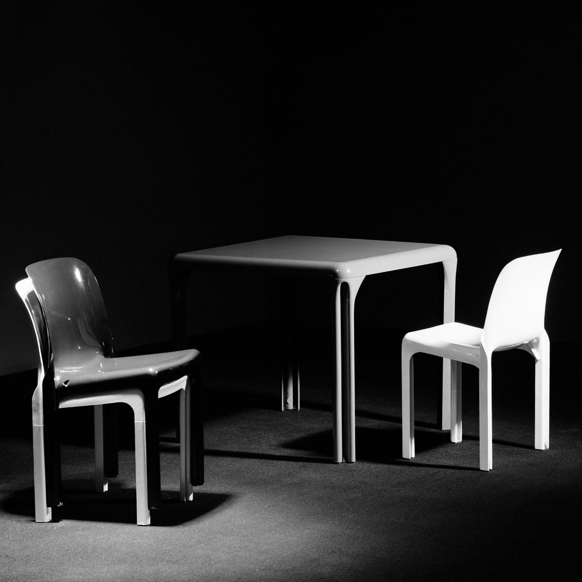 Selene chaise - Stadio 80 - Vico Magistretti - Artemide - Photo Carol-Marc Lavrillier